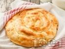 Рецепта Обикновена баница с яйца, сирене и мая - класическа рецепта без кисело мляко с домашно ръчно точени кори